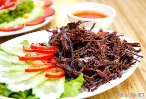 thit lon kho gac bep 4 Cách làm thịt lợn khô gác bếp truyền thống của người Thái