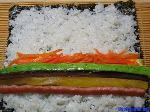 cach lam kimbap 5 - Hướng dẫn cách làm Kimbap theo kiểu Hàn Quốc