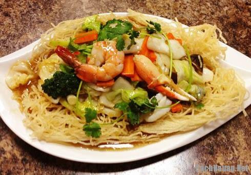 mon mi xao hai san hap dan - Hướng dẫn cách làm mì xào hải sản thơm ngon