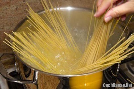 cach lam my spaghetti 1 - Cách nấu mỳ spaghetti ketchup thơm ngon dễ ăn