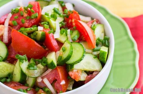 salad ca chua dua chuot 8 - Cách làm salad cà chua dưa chuột trộn giòn mát