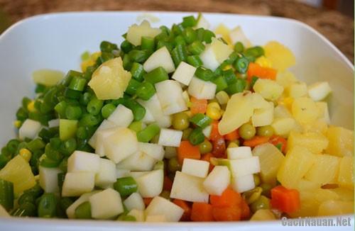 cach lam salad nga ngon 1 - Cách làm salad Nga thơm ngon mà không ngán