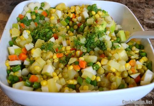cach lam salad nga ngon 2 - Cách làm salad Nga thơm ngon mà không ngán