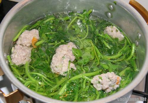 canh xa lach xoong nau thit xay 3 - Cách nấu canh xà lách xoong thịt xay ngon mát