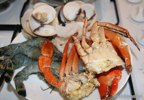 lau cua dong hai san 3 - Cách nấu lẩu cua đồng hải sản thơm ngon