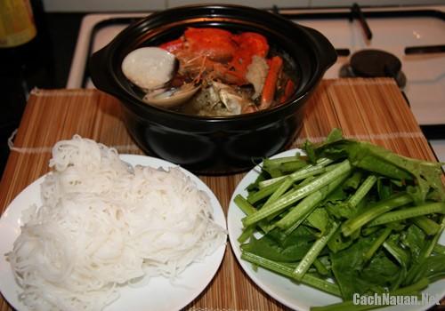 lau cua dong hai san 5 - Cách nấu lẩu cua đồng hải sản thơm ngon