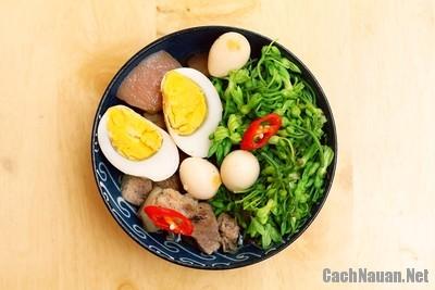 mon thit kho trung 9 - Cách làm món thịt kho trứng đậm đà ngon cơm