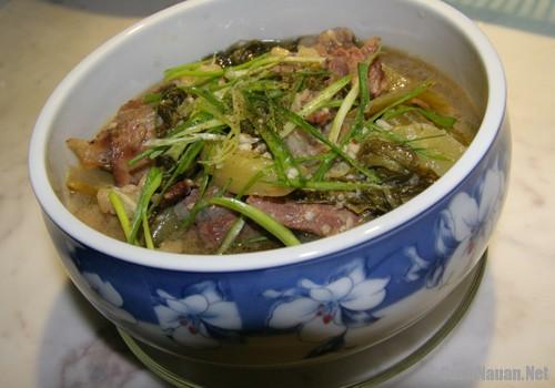 than bo nau cai chua 2 - Cách làm thăn bò nấu cải chua ngon cơm