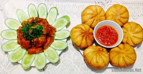 banh bao chien 2 - Cách làm bánh bao chiên chấm nước sốt sườn xào chua ngọt