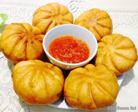 banh bao chien - Cách làm bánh bao chiên chấm nước sốt sườn xào chua ngọt