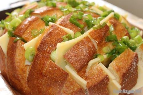 banh blooming onion bread 1 - Cách làm món Blooming Onion Bread thơm ngon