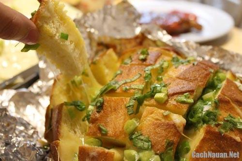 banh blooming onion bread 3 - Cách làm món Blooming Onion Bread thơm ngon