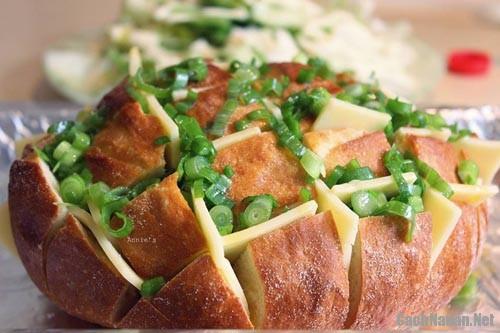 banh blooming onion bread - Cách làm món Blooming Onion Bread thơm ngon