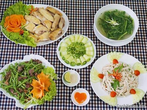 bua an tu ga 147 nghin - Bữa cơm chiều nhiều món từ gà chỉ 147 nghìn