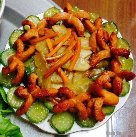 xuc xich xao rau cu - Cách làm xúc xích xào rau củ thơm ngon