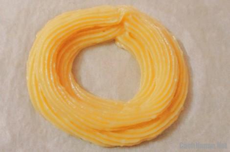 banh su kem vong xe 6 - Cách làm bánh su kem hình vòng xe thơm ngon mát dịu