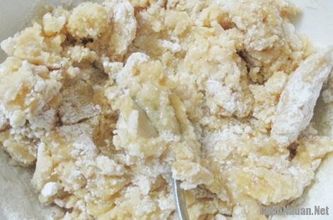 cach lam banh cha 4 - Cách làm bánh chả truyền thống thơm ngon