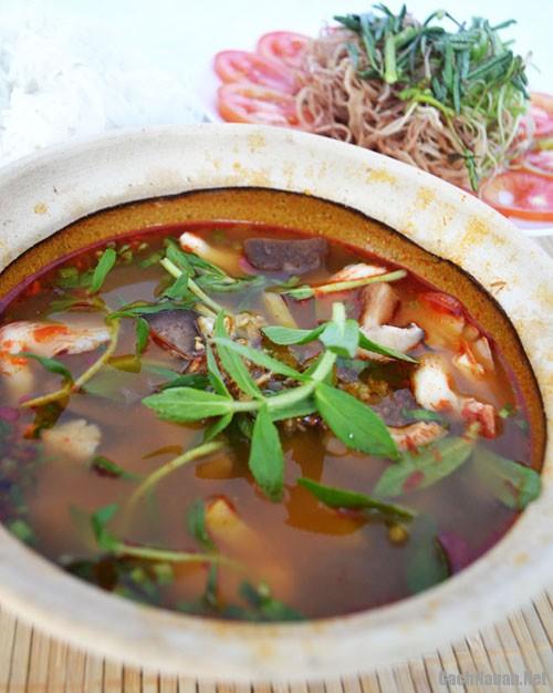 lau chua cay 1 - Cách làm món lẩu chua cay ngon miệng