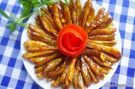 mon ca bong sot cay 5 - Cách làm món cá bống sốt cay ngọt lạ miệng, trôi cơm