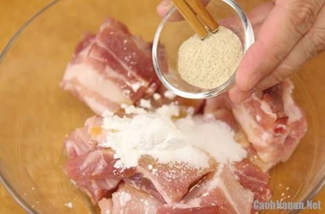 suon kho bi dao 1 - Cách làm món sườn kho bí đao ngon cơm