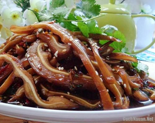 tai heo sot xi dau 7 - Cách làm món tai heo sốt xì dầu giòn ngon hấp dẫn
