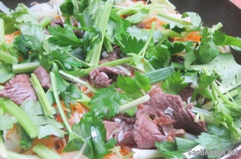 thit bo xao cu cai 7 - Cách làm thịt bò xào củ cải khô giòn ngon