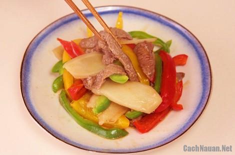 thit bo xao ot chuong 6 - Thịt bò xào ớt chuông đơn giản mà ngon cơm
