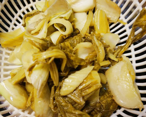 bao tu ca basa xao dua 2 - Cách làm món bao tử cá ba sa xào dưa cải chua trôi cơm