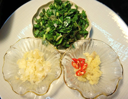 bao tu ca basa xao dua 3 - Cách làm món bao tử cá ba sa xào dưa cải chua trôi cơm