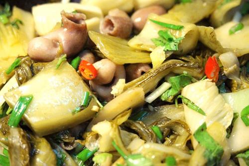 bao tu ca basa xao dua 6 - Cách làm món bao tử cá ba sa xào dưa cải chua trôi cơm