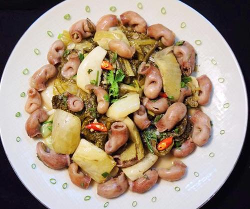bao tu ca basa xao dua 7 - Cách làm món bao tử cá ba sa xào dưa cải chua trôi cơm