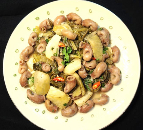 bao tu ca basa xao dua 8 - Cách làm món bao tử cá ba sa xào dưa cải chua trôi cơm