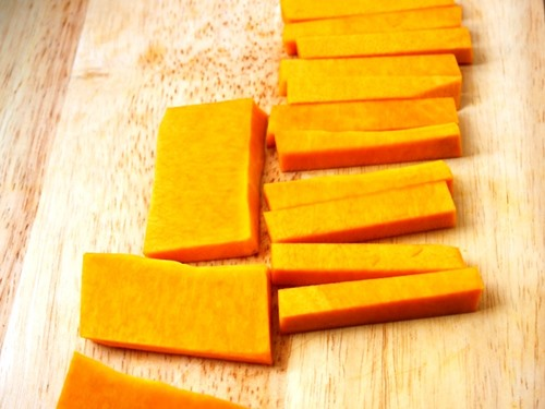 bi do chien xu 1 - Cách làm bí đỏ chiên xù cho các nàng mê ăn vặt