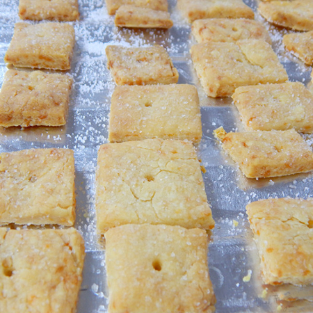 lam banh pho mai 10 - Cách làm bánh phô mai tại nhà cực đơn giản