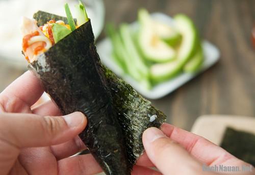 sushi hinh oc que 101 - Cách làm sushi hình ốc quế thơm ngon