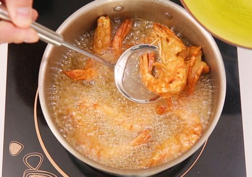 tom sot chua ngot 3 - Cách làm món tôm sốt chua ngọt trôi cơm vô cùng
