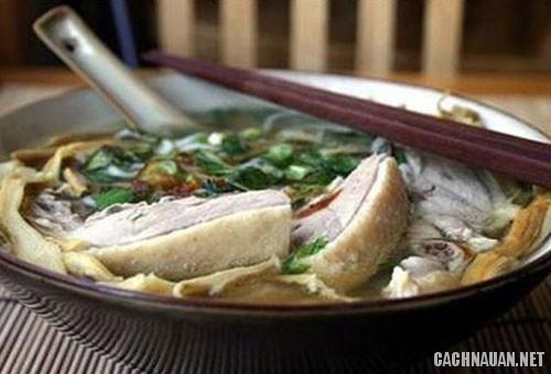 ga nau mang chua - Cách làm món gà nấu măng chua hạt dổi của người Hòa Bình