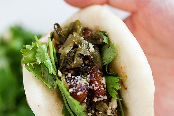cach lam banh bao kep thit lon 8 - Cách làm món bánh bao kẹp thịt lợn om lạ vị kiểu Đài Loan