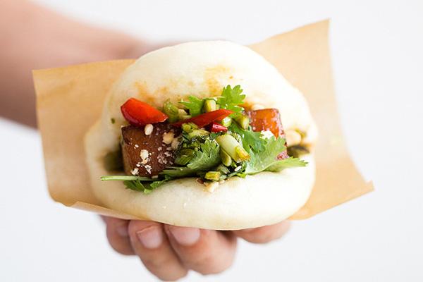 cach lam banh bao kep thit lon - Cách làm món bánh bao kẹp thịt lợn om lạ vị kiểu Đài Loan