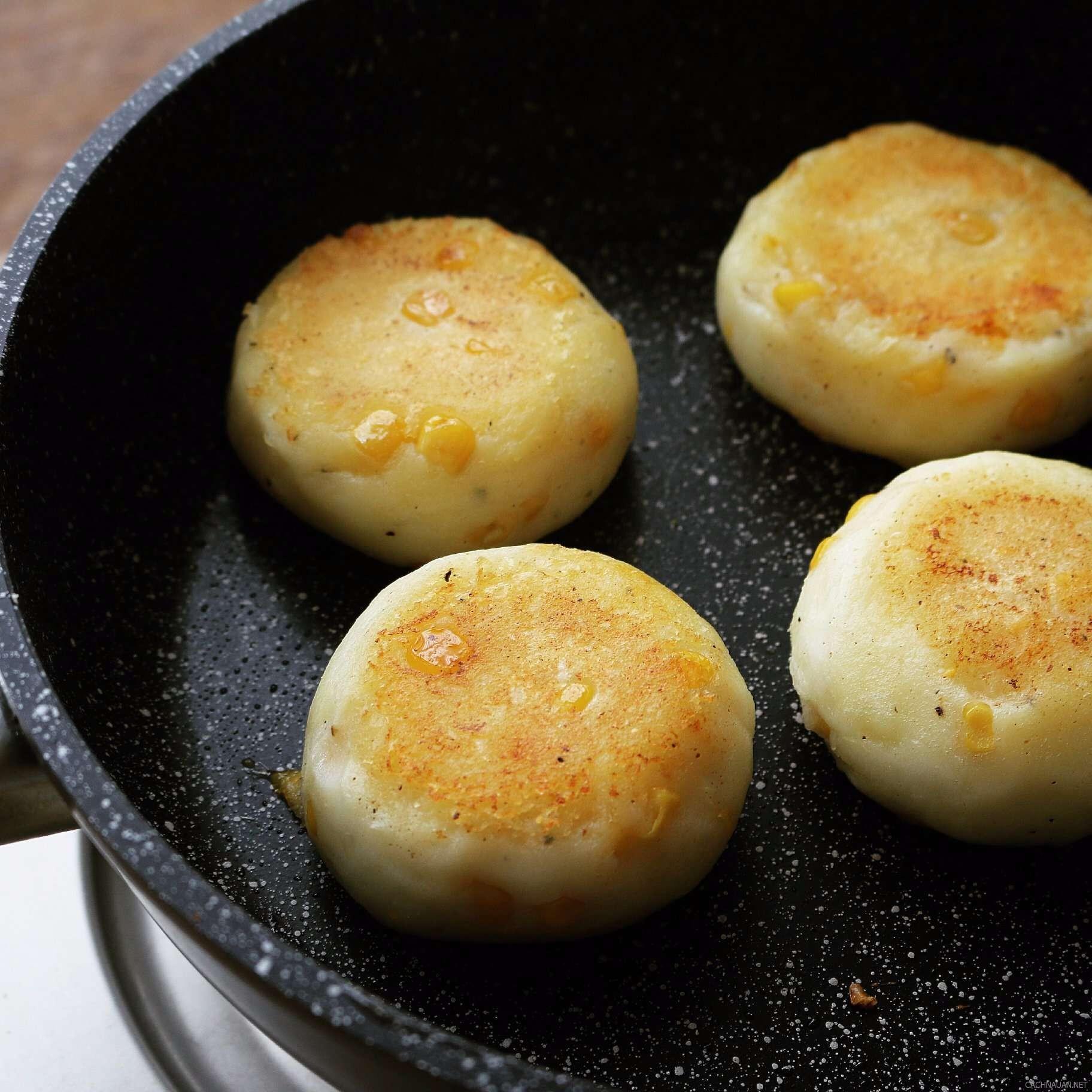 cach lam banh khoai tay chien pho mai thom ngon 6 - Cách làm bánh khoai tây chiên phô mai thơm ngon
