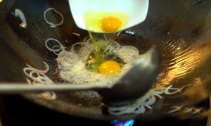 cach lam mon hu tieu xao chua ngot kieu thai 1 300x179 - Cách làm món hủ tiếu xào chua ngọt kiểu Thái