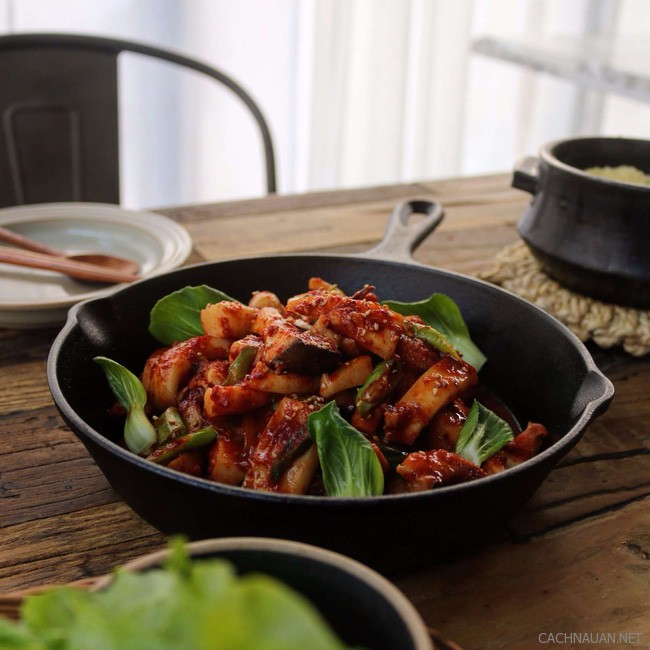 Cách làm món mực xào cay kiểu Hàn ngon miễn chê