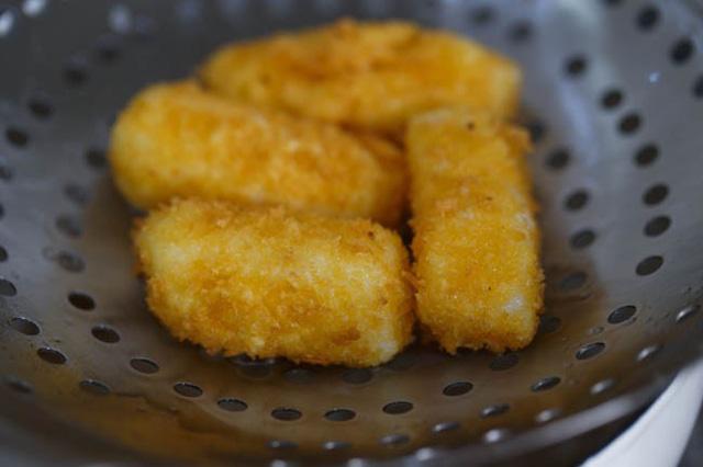 cach lam banh sua chien vua don gian vua ngon 5 - Cách làm bánh sữa chiên vừa đơn giản vừa ngon