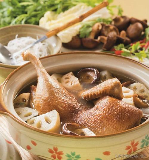 Cách làm lẩu vịt thơm ngon cho bữa tối