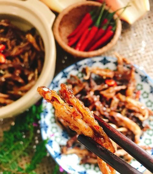 cach lam mon hoa chuoi gia ca com kho chay la mieng 1 - Cách làm món hoa chuối giả cá cơm kho chay lạ miệng