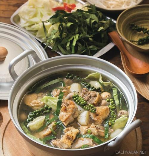 Cách làm món lẩu gà nấu tiêu xanh cho bữa ăn sum họp