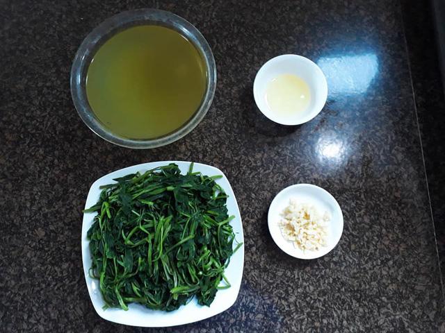 cach lam mon rau muong xao toi thom ngon xanh gion 2 - Cách làm món rau muống xào tỏi thơm ngon xanh giòn