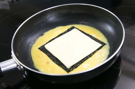 cach lam mon trung cuon rong bien ngon dep nhu nha hang 5 - Cách làm món trứng cuộn rong biển ngon đẹp như nhà hàng
