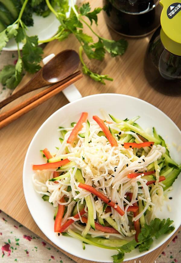cach lam salad nam cuc nhanh ma rat ngon 4 - Cách làm salad nấm cực nhanh mà rất ngon