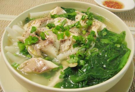 Cách nấu canh bánh đa cá rô đồng rau cải không bị tanh